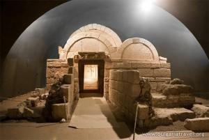 105_001_Sveshtarska_grobnica