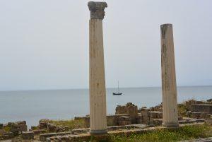 Tharros colonne et bateau